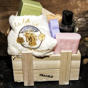 Artillery box, 4 soaps, liquid soap, guest towel