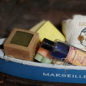 Typical Marseille boat in wood, 6 soaps, towel, liquid soap