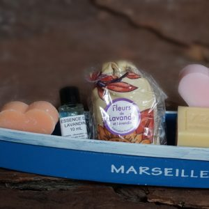 Typical Marseille boat in wood, 3 soaps, lavender sachet, lavender essential oil