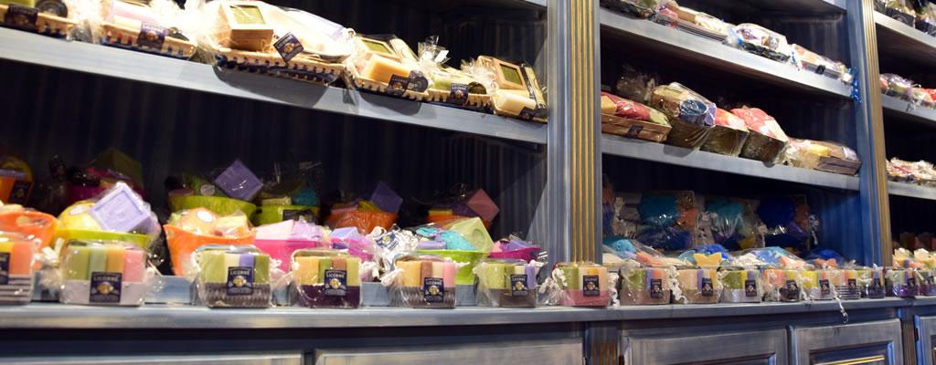 Savonnerie-de-la-licorne-boutique-du-musee-du-savon-marseille-veritable-savon-de-marseille-8