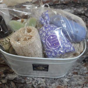 Coffret Soin, 5 accessoires 3 savons et un sachet de lavande