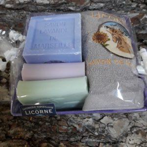 Corbeille métal violet, 3 Savons, 1 serviette